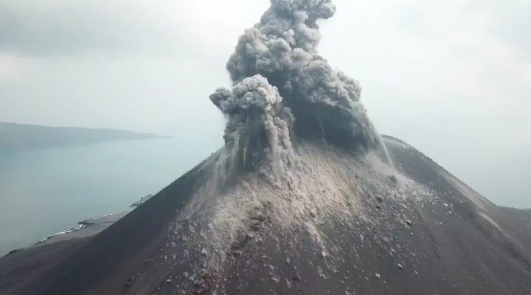 Innalillahi, Gunung Anak Krakatau Meletus 576 Kali