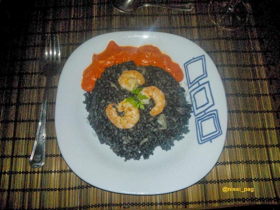 Risotto negro con calamar y gambas