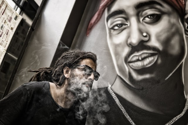 Man With Dreadlocks Poses Near Tupac Shakur Portrait by Mali Maeder (((STREET PHOTOGRAPHY)))