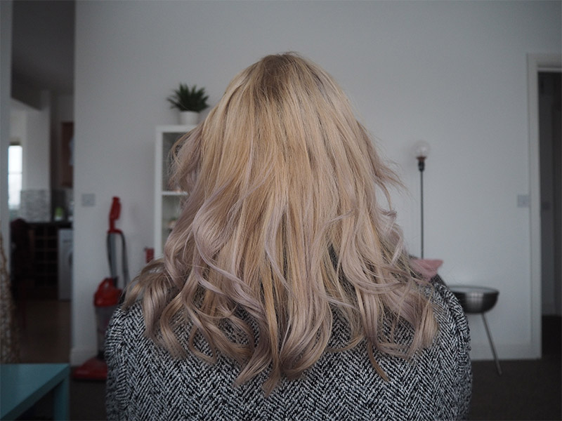 Dye Dyeing your hair blonde from brown at home bleach home dye home bleaching
