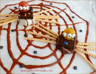 Snack Cake Spiders, a fun no bake project for Halloween. Spiders made from snack cakes and candies | Recipe developed by www.BakingInATornado.com | #recipe #Halloween