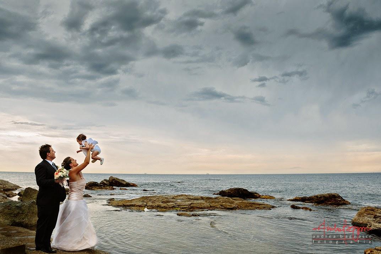 sposi e panorama mare matrimonio Genova Quarto dei Mille