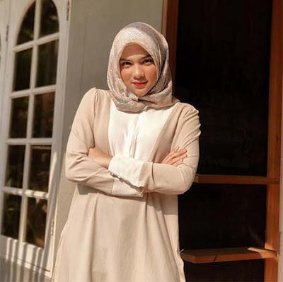 Davina Karamoy pemeran Rena pemeran Jefri di Topan dan Aisyah MNCTV