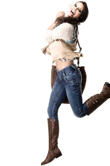 b472617c5 Entre as opções da marca está o famoso Wonder Pants que valoriza o corpo  feminino através da sua modelagem ...
