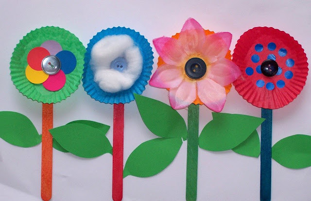 Idea to make flower cupcake paper  for kids