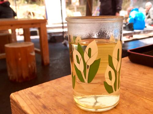 ワンカップ酒のコップもミズバショウ柄