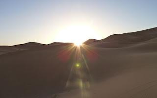 Saliendo el sol en Erg Chebbi.