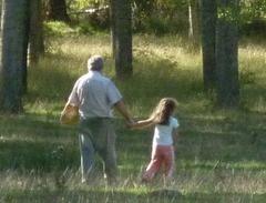 Resultado de imagen de nieto y abuelo caminando