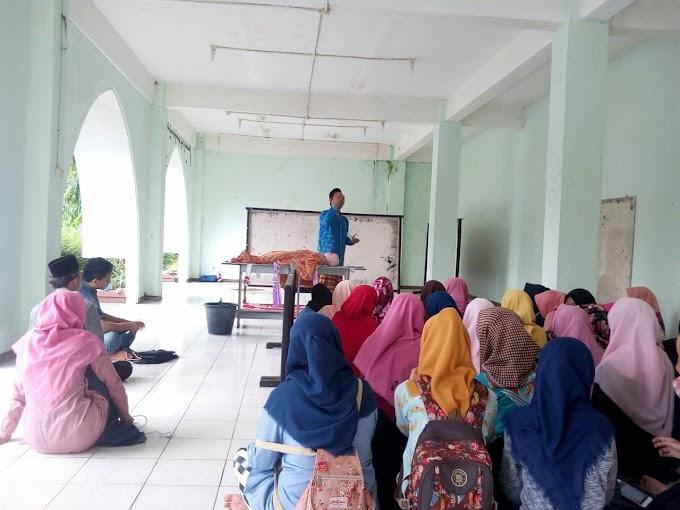 Kegiatan Program Integrasi Ma'had: Pelatihan Mengurus Jenazah