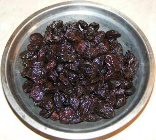 prune, prune uscate, prune afumate, prune romanesti, prune de tara, fructe, fructe uscate, retete cu prune, preparate din prune, retete, retete culinare, ce putem face cu prune uscate, leacuri si tratamente contra constipatiei,