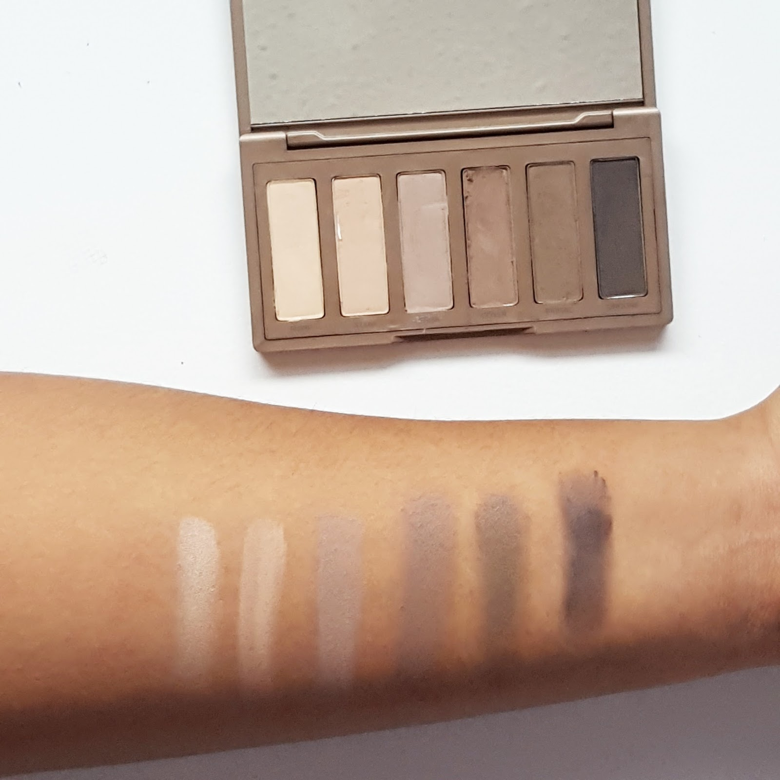 Urban Decay Naked 2 Swatch