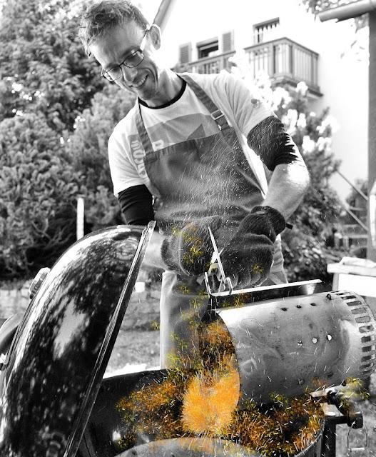 Manuel Weyer, Koch und Foodstylist, am Grill