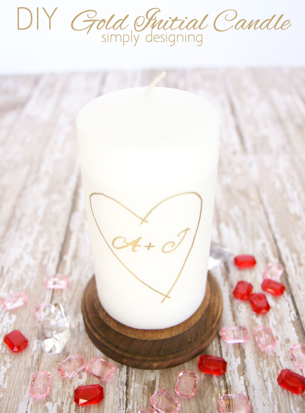DIY Gold Initial Candle | a quick and simple craft perfect to gift for Valentine's Day, a wedding, an anniversary or just because! | #gold #candle #diygift