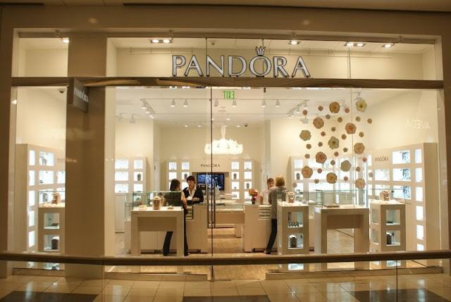 Compras de pulseiras Pandora na Califórnia