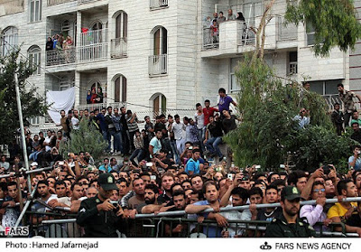 Watching a public hanging in Tehran (file photo)