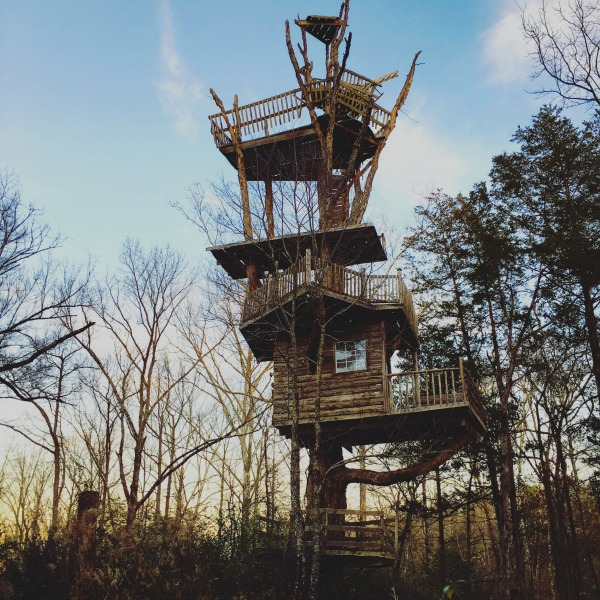 6 Story Treehouse in Arkansas: See this unofficial roadside attraction before it falls down!
