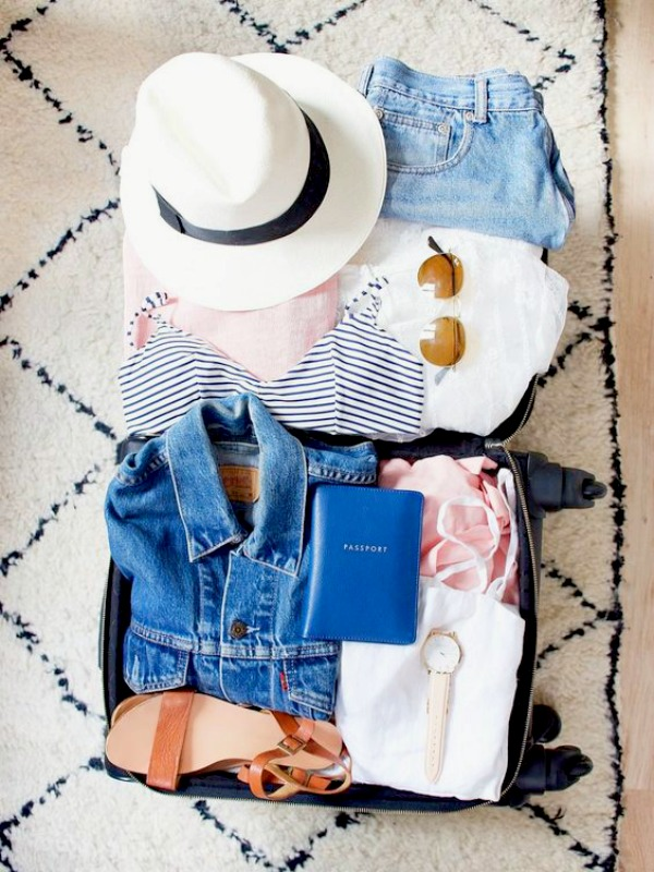 10 essentials to pack into your weekend bag (besides your hat, sunscreen and swimsuit) - Ioanna's Notebook