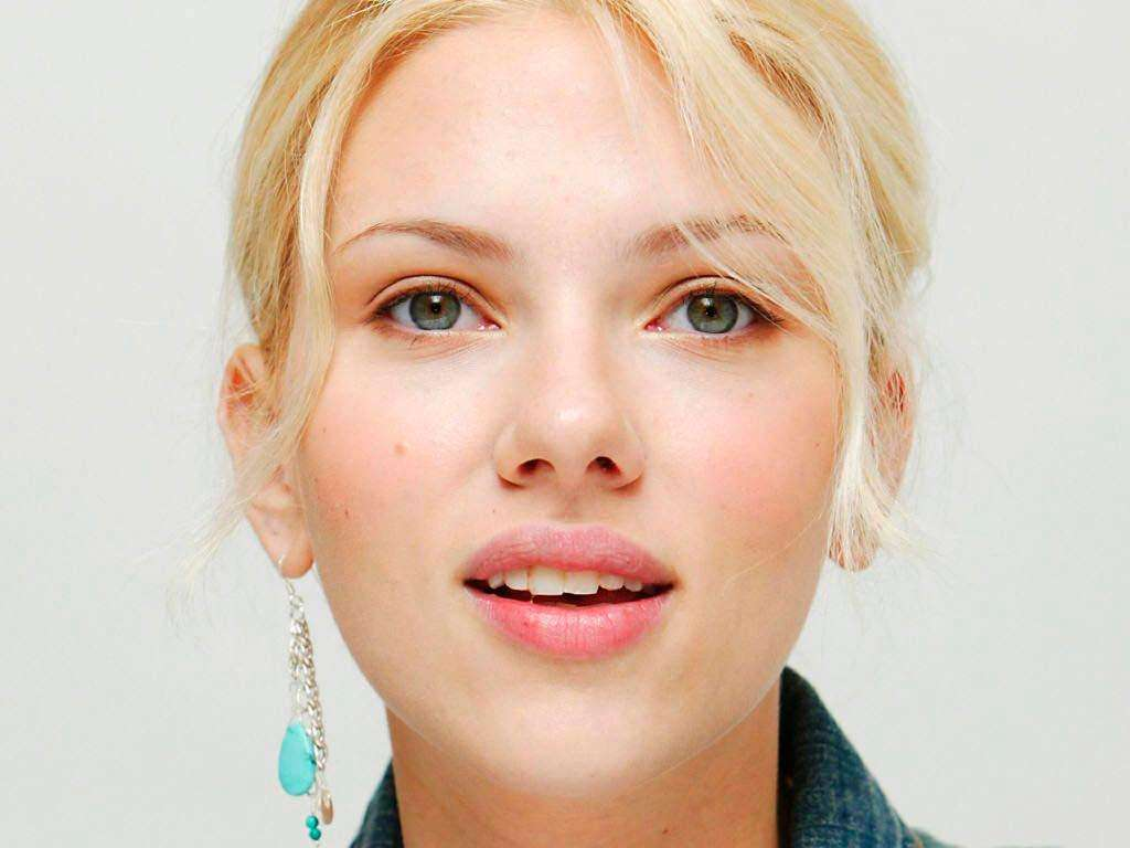FamousCelebrityBible | Scarlet Johansson