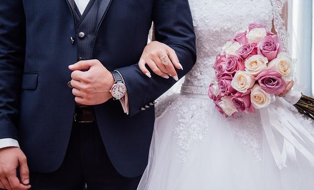 7 Cara Membuat Suami Bahagia dan Setia Pada Istri
