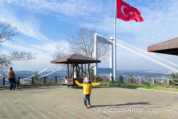 oğlum Fatih korusunda Fatih Sultan Köprüsü yanında dolaşırken, Tema vakfı korusu İstanbul