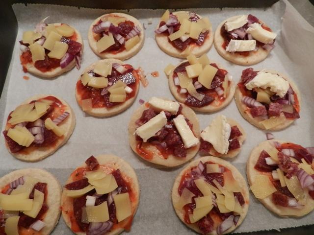 Minipizza vor dem Backen
