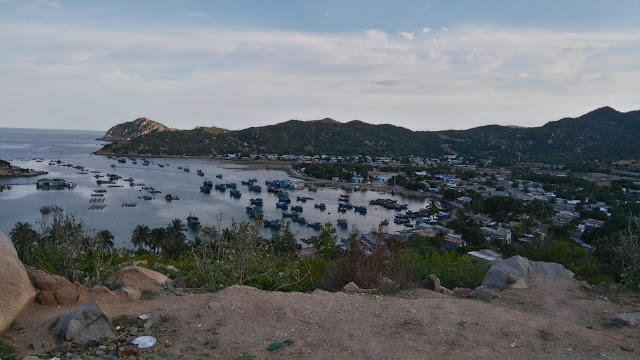 Vịnh Vĩnh Hy nhìn từ trên xuống