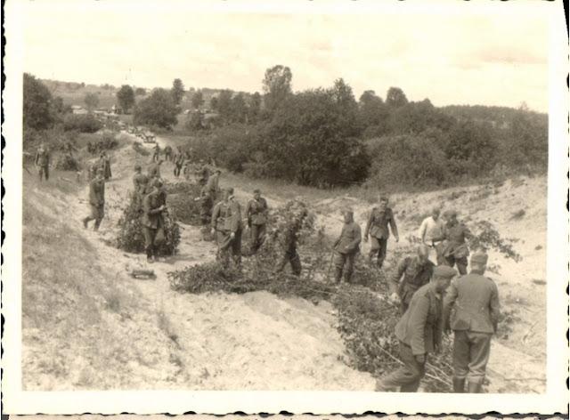 German troops at Kaunas 24 June 1941 worldwartwo.filminspector.com