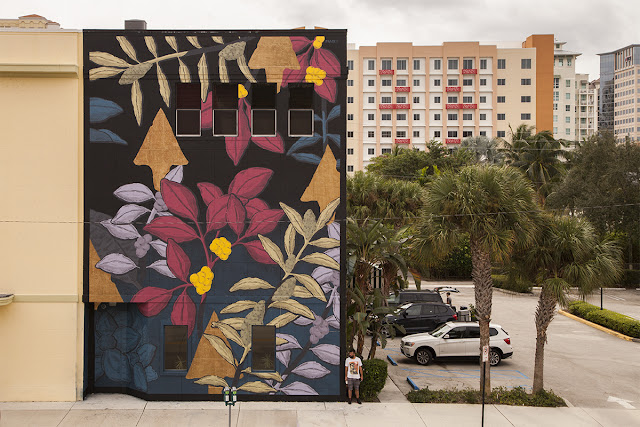 Our friend Pastel just sent us a series of fresh images from his latest creation which just spawned in West Palm Beach, Florida.