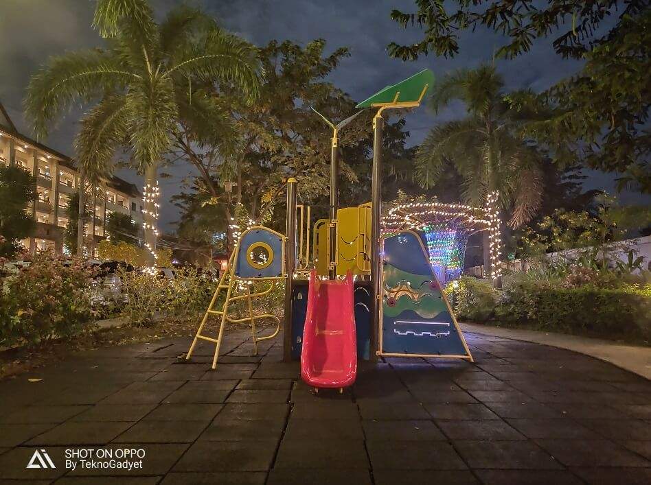 OPPO R17 Pro Main Camera Sample - Night, Playground