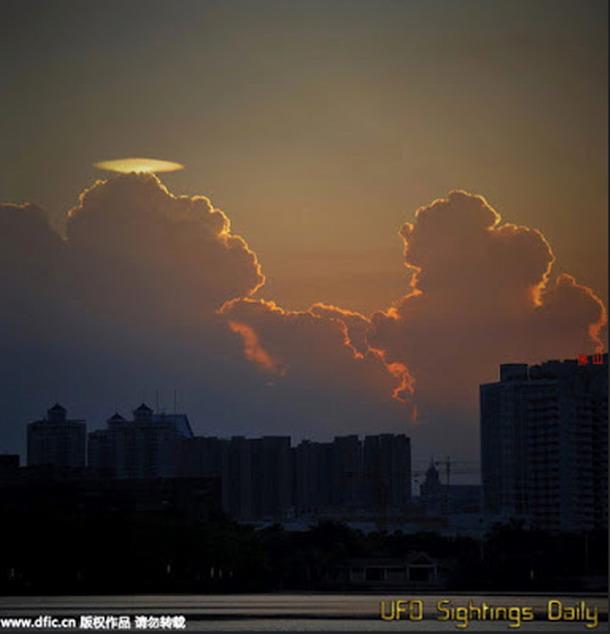 lenti2 - OVNI o nube con forma de ovni causa espectación en una ciudad al sur de China