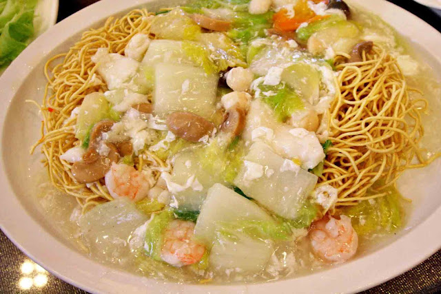 Crispy Fried Noodles with Seafood Sauce