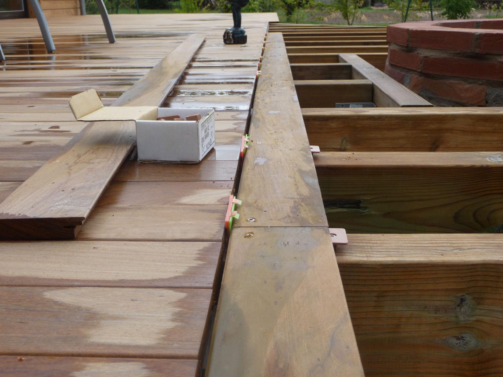 Pose Des Lames Eme Episode Construire Sa Terrasse En Bois Sur Plots En Beton