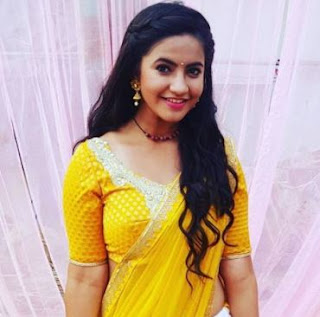 Meera Deosthale Family Husband Son Daughter Father Mother Marriage Photos Biography Profile.