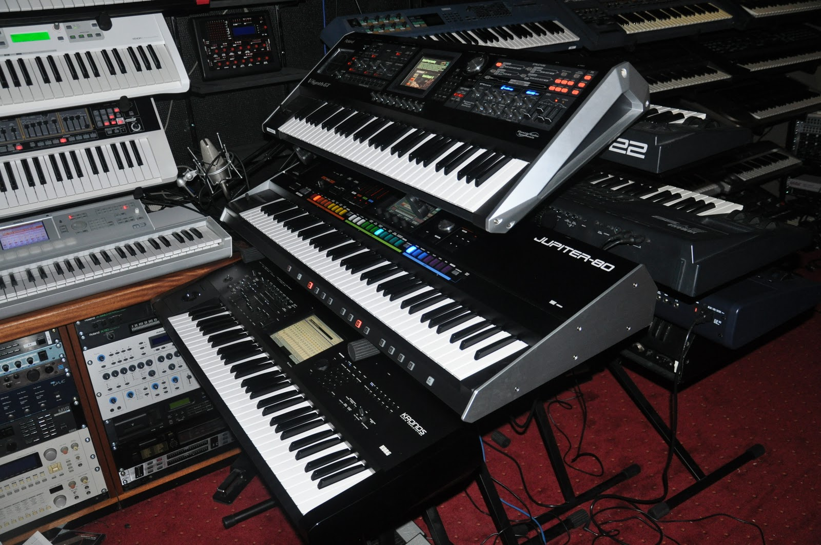 Synth nl Blog: Korg Kronos and Roland Jupiter-80 in the Studio