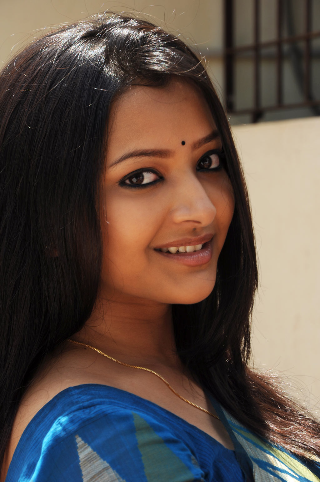 Actress Shweta Basu Long Hair Face Close up