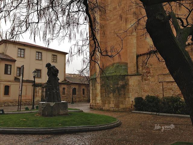 Calle Úrsulas estatua Unamuno