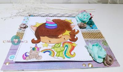 Plano horizontal tarjeta unicornio y peluche