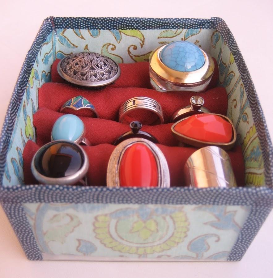 Expositor de anillos reciclado / recycled ring display case