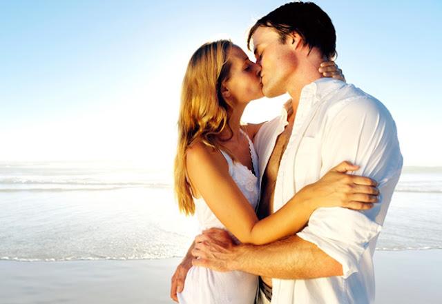 Δείτε τι συμβαίνει στο σώμα μας όταν δίνουμε ένα φιλί