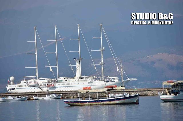 Στο Ναύπλιο το τετρακάταρτο Wind Star (βίντεο)
