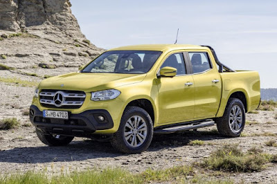 Mercedes-Benz X-Class Progressive (2018) Front Side