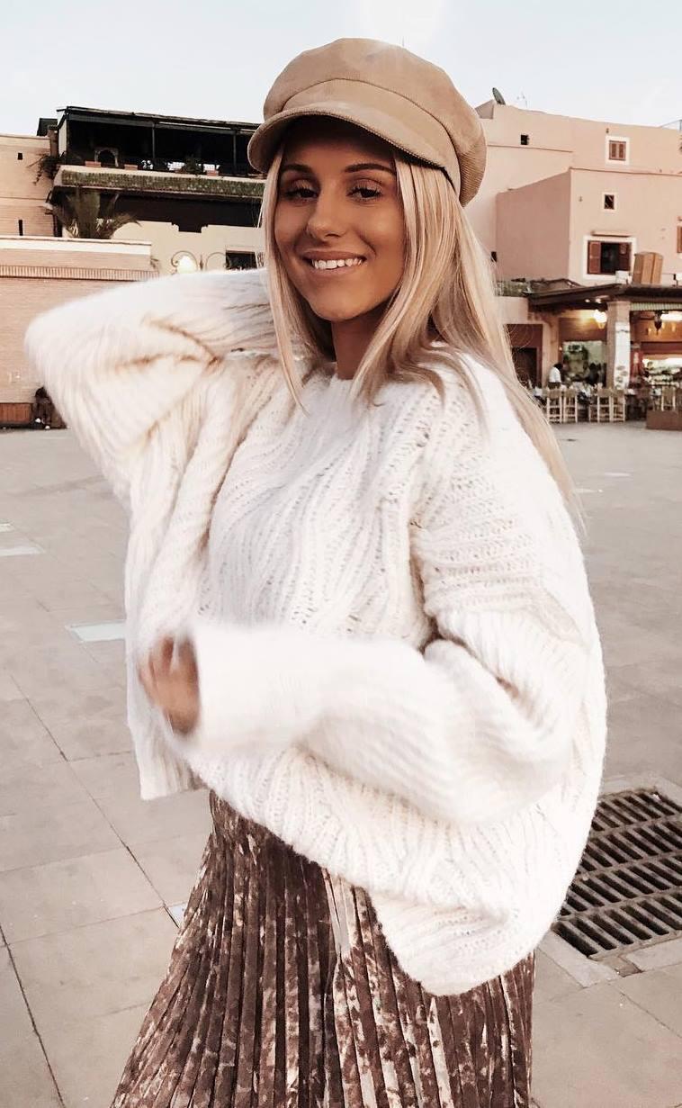 fashion trends / hat + white sweater + velvet pleast skirt