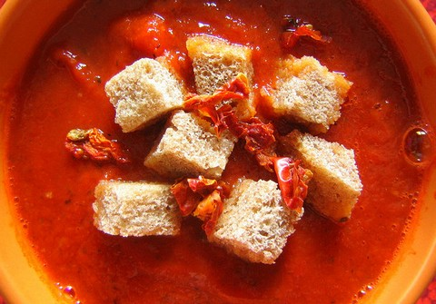 Creamy Tomato Soup with Ginger and Cheese