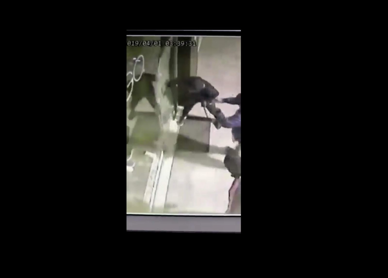 fe005d7ade0e Καρέ - καρέ η ληστεία στο κατάστημα ρούχων SOGO στο Ωραιόκαστρο στο βίντεο  που εξασφάλισε το