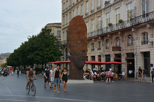 Bordeaux face statue