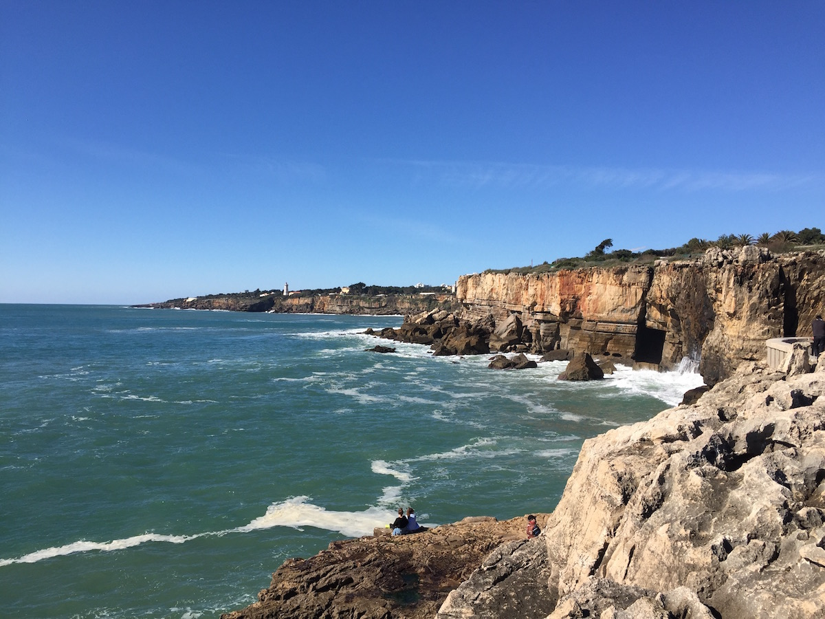 Cascais Strand Küste Boca do Inferno Tagesausflug Lissabon Tagestrip Travelguide Reiseführer Tipps