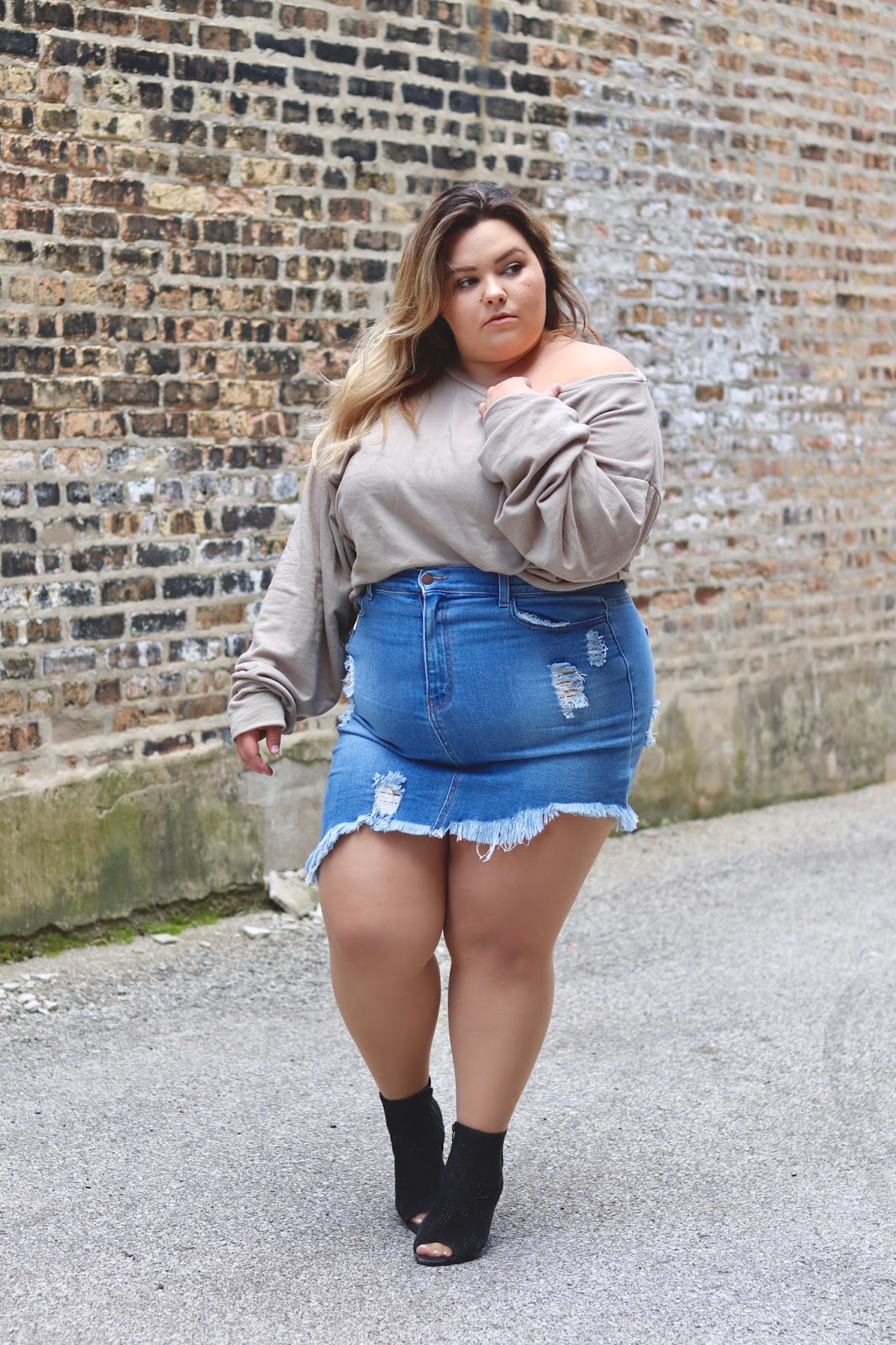11235fa5c92 DENIM SKIRT AND A SWEATSHIRT