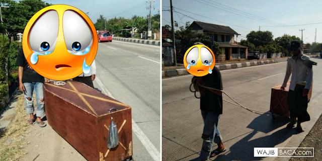 Seret Peti Mati Sambil Jalan Kaki dari Jakarta Ke Jateng, 2 Pemuda ini Ingin Menunjukkan Hal ini