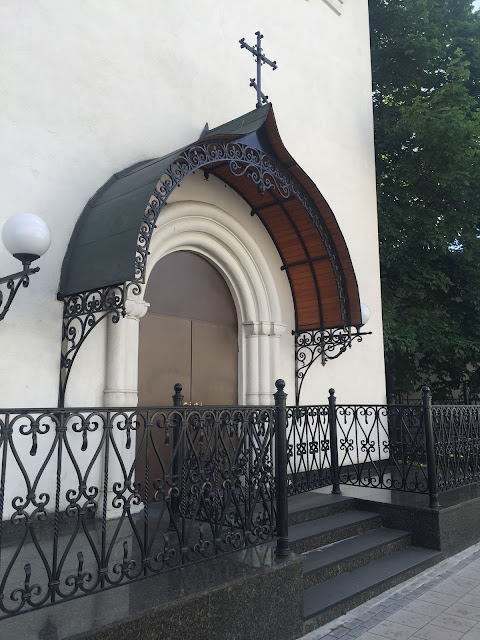На фото - вход в Подворье со стороны проспекта Мира
