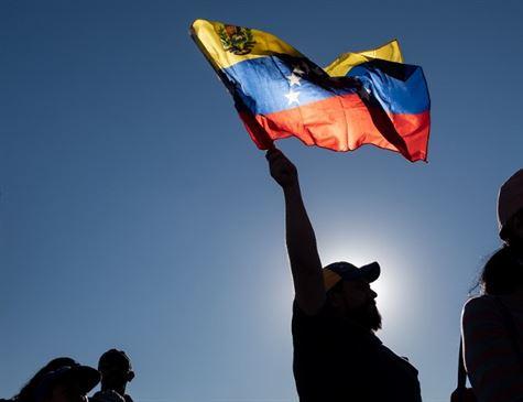 China condena ingerência na Venezuela e defende negociações internas